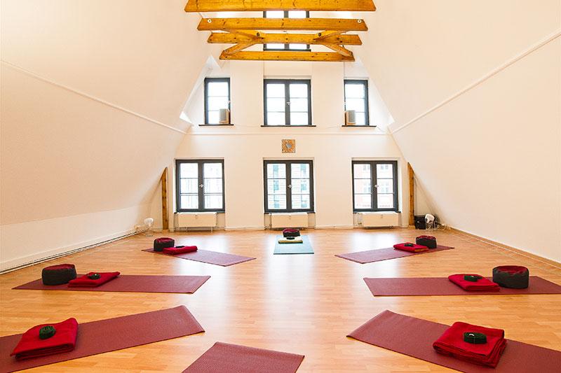 Yogaschule Rostock, Yogaraum mit Matten